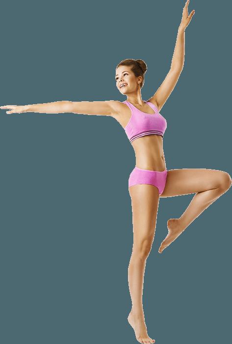 Pembe spor kıyafeti giymiş bale yapan genç kız