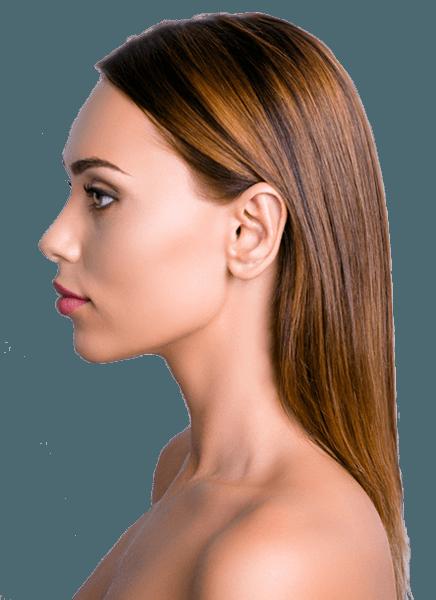 Sol profilden kulakları görünen uzun saçlı kumral kadın