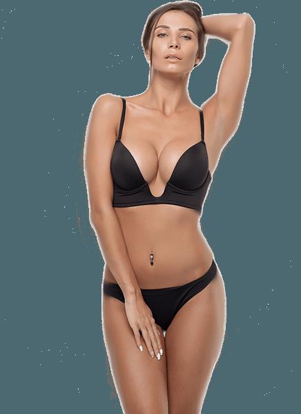 Kombine estetik yaptırmış siyah bikini giymiş kadın